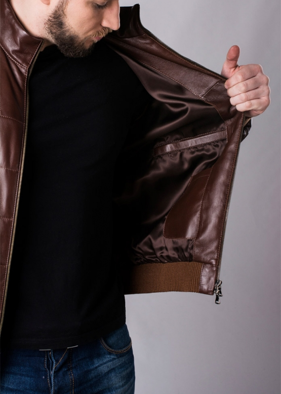 Осенняя кожаная куртка под резинку